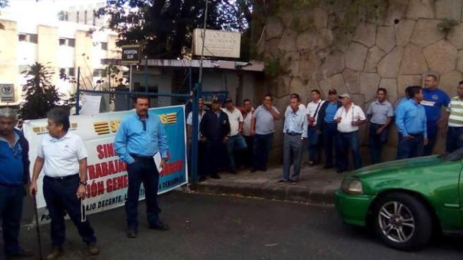 Trabajadores de correos en segundo día en paro de labores a nivel nacional