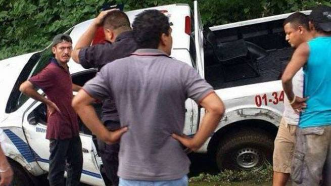 Un policía lesionado tras accidente entre camión y patrulla en Usulután