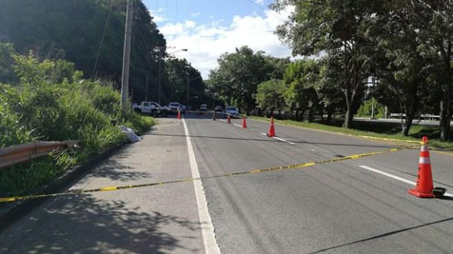 Encuentran cádaver de hombre atropellado en la carretera a Comalapa