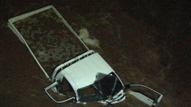 Vehículo cae a un barranco dejando un muerto y varios lesionados en Sonsonate