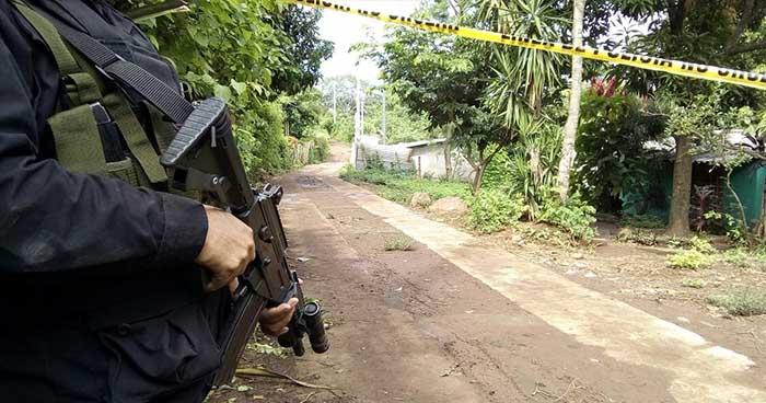 """Condenan a policías por el homicidio de """"coyote"""" en Izalco, Sonsonate"""