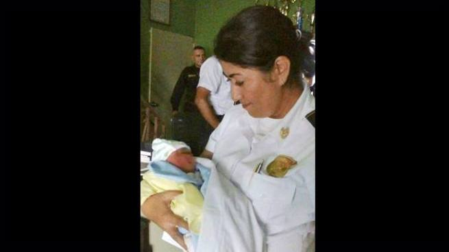 PNC encuentra a recién nacido abandonado a un costado de la Iglesia El Calvario de Zacatecoluca