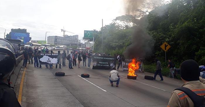 Investigan protesta organizada por supuestos policías en la carretera Los Chorros