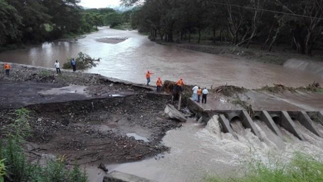 Paso cerrado en puente provisional en río Motochico tras daños sufridos por lluvias