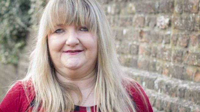 Mujer pierde su empleo de 21 años tras publicar una fotografía en Facebook