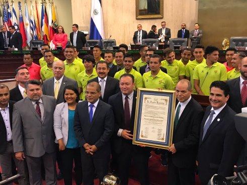 Asamblea Legislativa entrega reconocimiento de Campeones a Santa Tecla FC