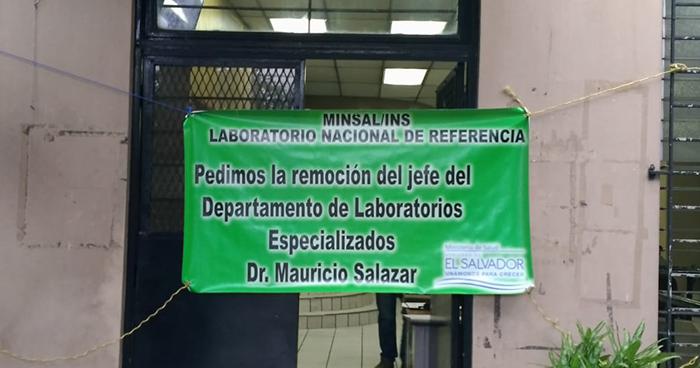 Empleados reducen labores en uno de los laboratorios del MINSAL en protesta por acoso laboral