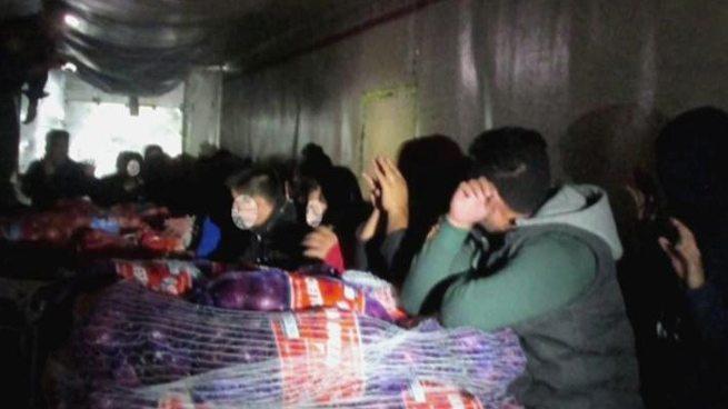10 salvadoreños entre 43 inmigrantes son rescatados de un camión en México
