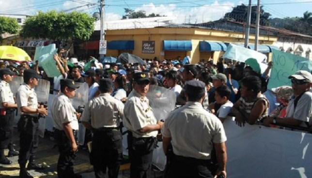 Menor de edad es herido de bala durante riña entre vendedores y agentes del CAM en Santa Tecla