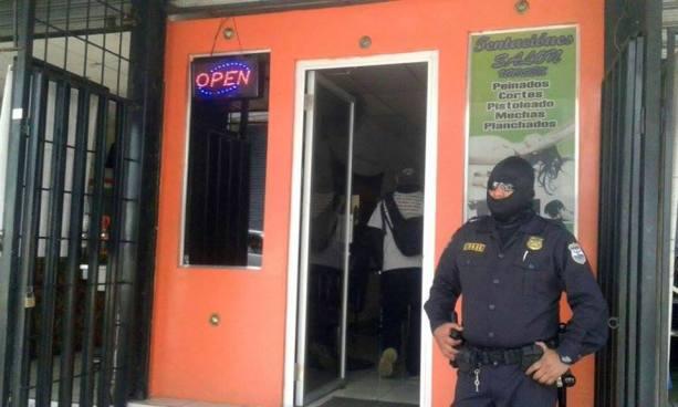 Sujeto intentó asaltar una sala de belleza en San Juan Opico y terminó noqueado por un cliente