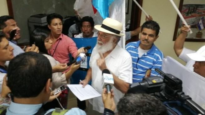 Salvador Arias pide antejuicio contra fiscal general Douglas Meléndez