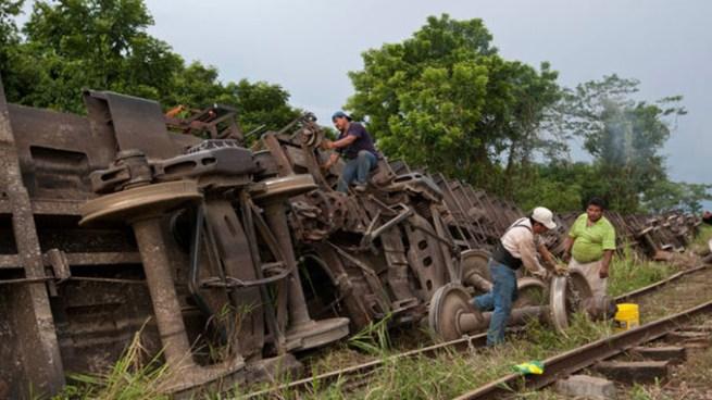 """Varias toneladas de piedra aplastaron a un salvadoreño cuando viajaba en """"La Bestia"""""""