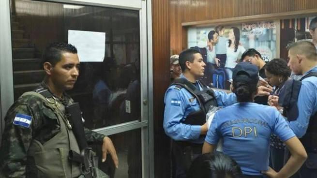 Salvadoreño muere dentro de una oficina de migración en Honduras