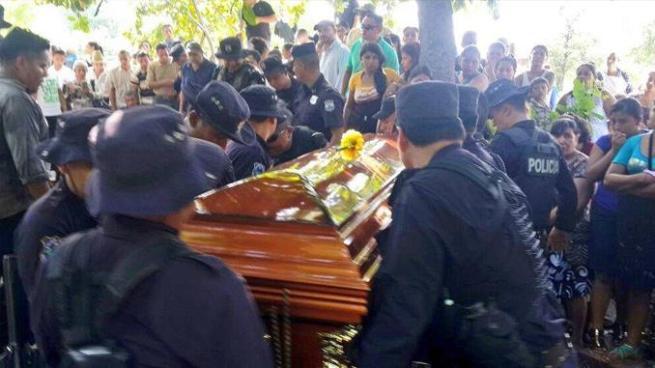 Autoridades afirman que se ha reducido el número de policías asesinados
