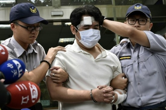 Detienen a sujeto que intenta atacar con una espada samurai a presidente de Taiwán