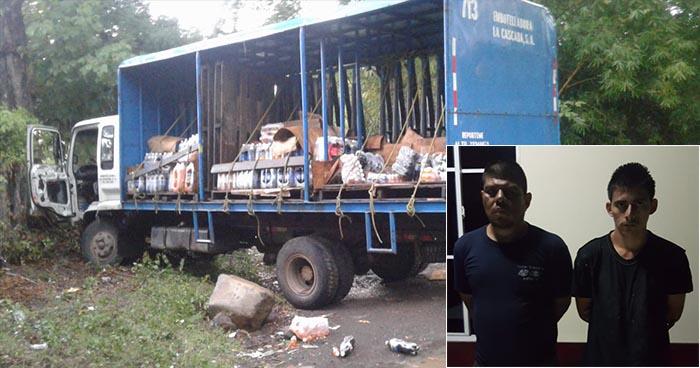 Capturan en flagrancia a sujetos que robaron camión a punta de pistola en Cabañas
