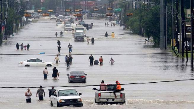 Trump declara estado de emergencia en Luisiana por paso de huracán Harvey
