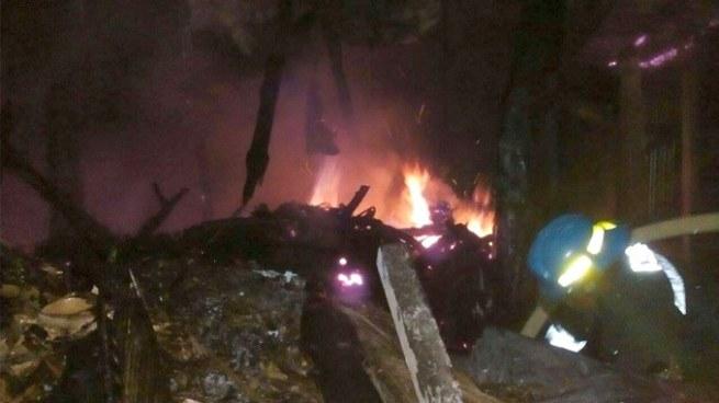 Bomberos sofocaron fuego de una vivienda en Usulután que se prendió en llamas por un descuido