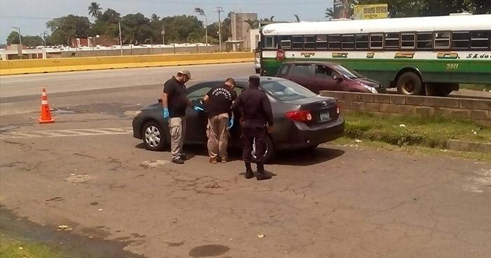 Ubican automóvil con reporte de robo cerca de la terminal de buses de Sonsonate