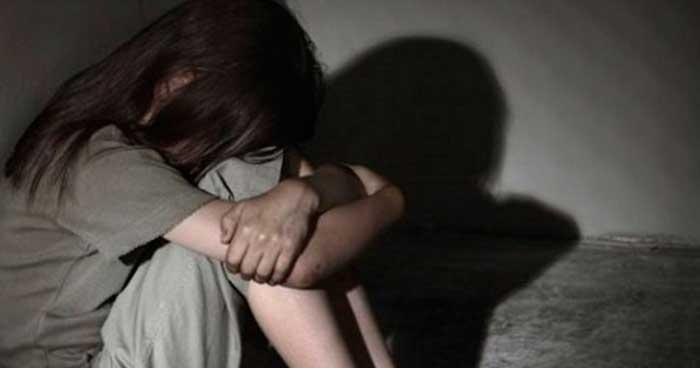 San Salvador: Mujer engañó a su hija con una enfermedad para prostituirla desde los 11 años