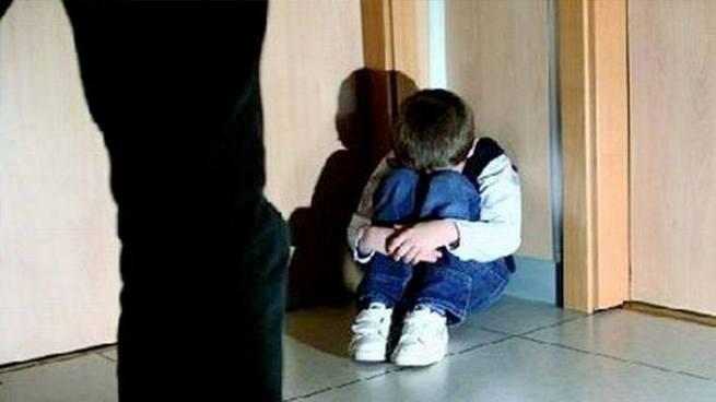 Fue contratado para reparar el techo de una casa y abusó de un niño de 6 años en Cuscatancingo