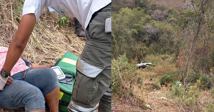 Un fallecido y otro lesionado al caer pick up a un barranco en San Juan Opico