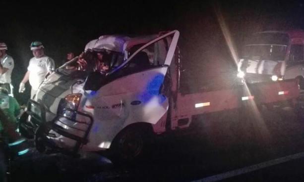 Al menos un muerto y dos lesionados tras accidente de tránsito en carretera Comalapa