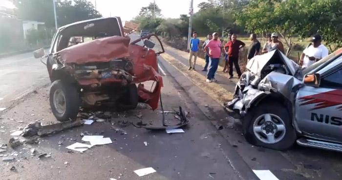 Grave choque frontal deja a tres personas gravemente lesionadas en carretera de La Unión