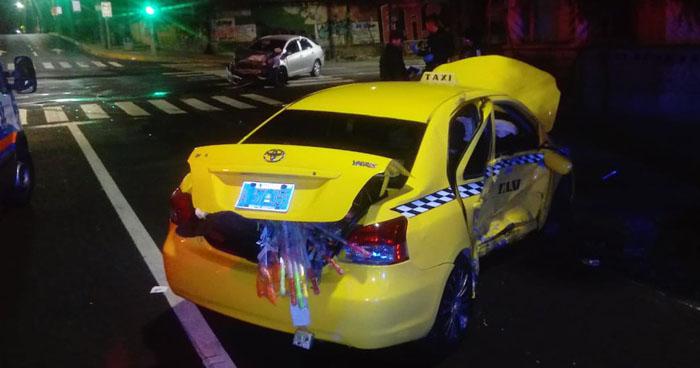 Choque causado por un taxista sobre la 25 avenida Sur dejó 6 personas lesionadas