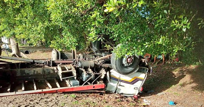 Un fallecido y dos lesionados tras aparatoso accidente en San Pedro Masahuat, La Paz