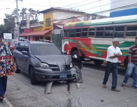 Múltiple accidente de tránsito en Santa Tecla