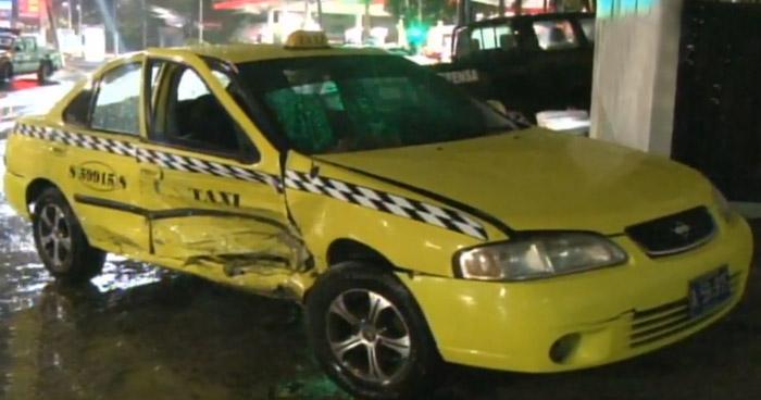 Conductores ebrios provocan accidentes de tránsito en diferentes puntos de San Salvador