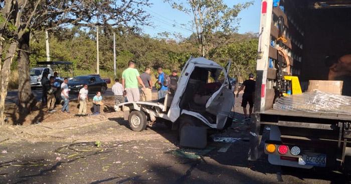 Un fallecido tras aparatoso accidente de tránsito en carretera a Santa Ana