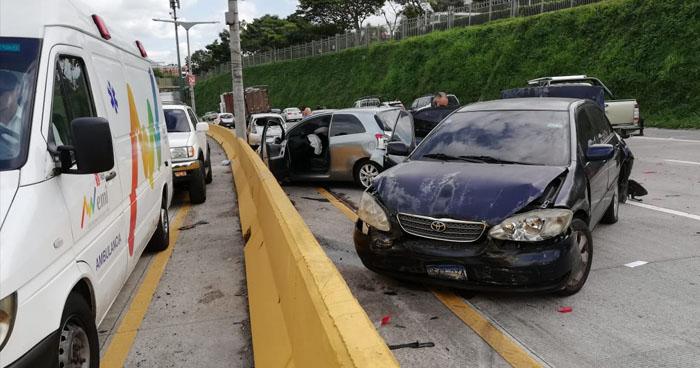 Múltiple accidente de tránsito sobre el Bulevar Monseñor Romero