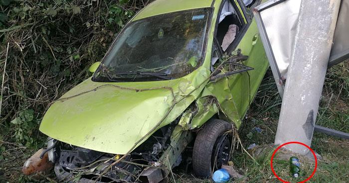 Encuentran vehículo accidentado en estado de abandono sobre carretera Comalapa