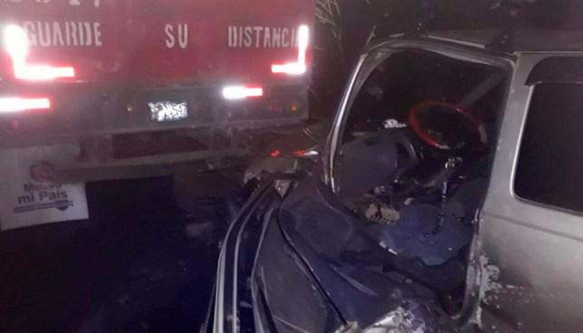 Un lesionado tras fuerte choque de pick up con rastra estacionada en carretera Panamericana