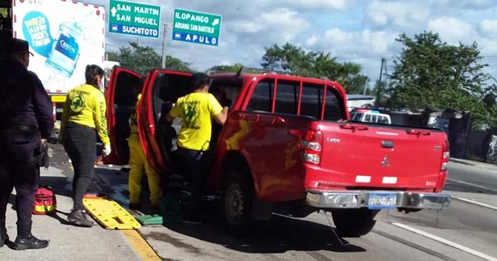 Agente de la PNC lesionado tras chocar contra un camión en San Martín