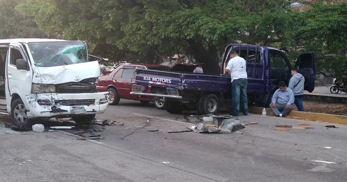 FOTOS   Triple accidente de transito en carretera a Comalapa esta mañana