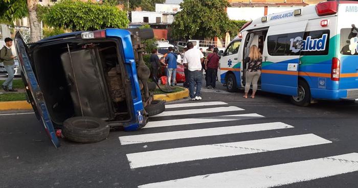 Mas de 11 lesionados deja grave accidente en bulevar constitución y calle Sisimiles