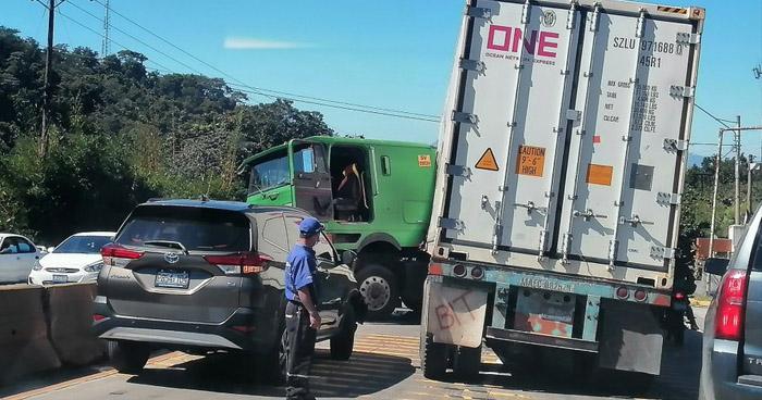 Cuatro lesionados tras accidente en Santa Cruz Michapa