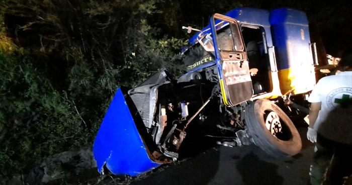 Dos personas murieron tras aparatoso accidente en carretera Panamericana, San Vicente