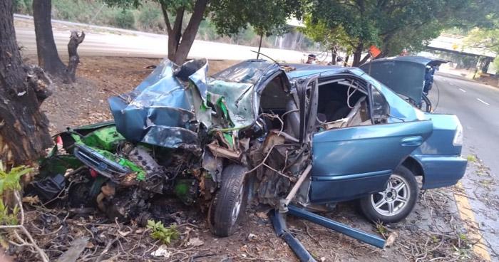Un fallecido tras aparatoso choque en carretera a Santa Ana