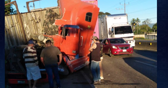 Dos lesionados tras choque en carretera a Lourdes