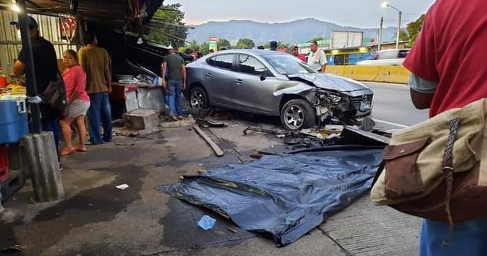Un fallecido y otro lesionado tras fuerte accidente sobre carretera Comalapa