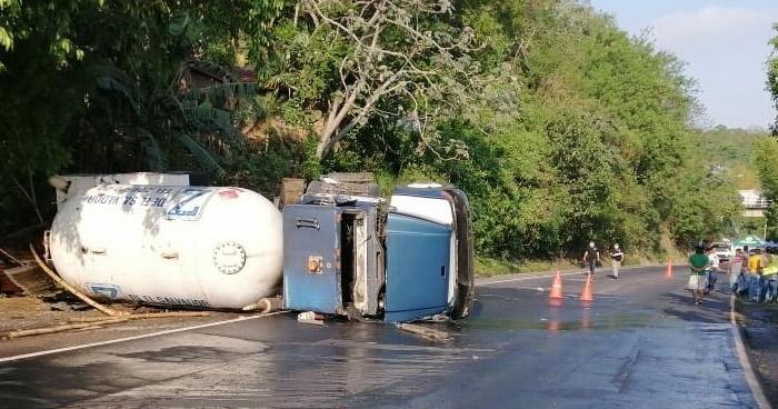 Dos fallecidos tras fuerte accidente en San Rafael Cedros, Cuscatlán