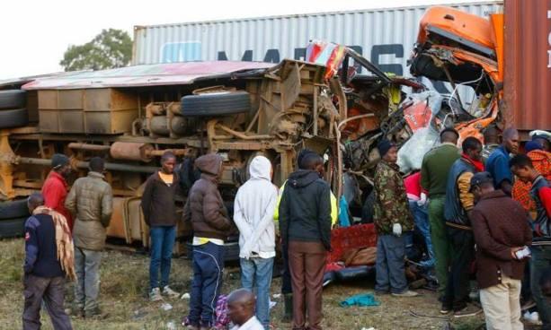 Al menos 36 muertos tras un choque entre un autobús y un camión en Kenia