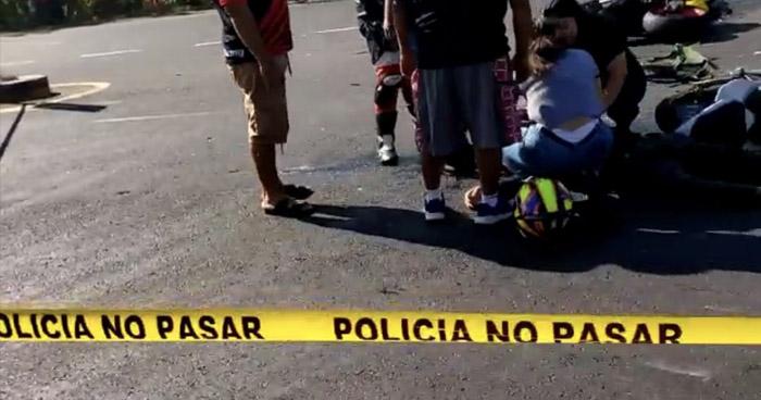 Dos motociclistas fallecidos y varios lesionados tras grave accidente en carretera a Sonsonate