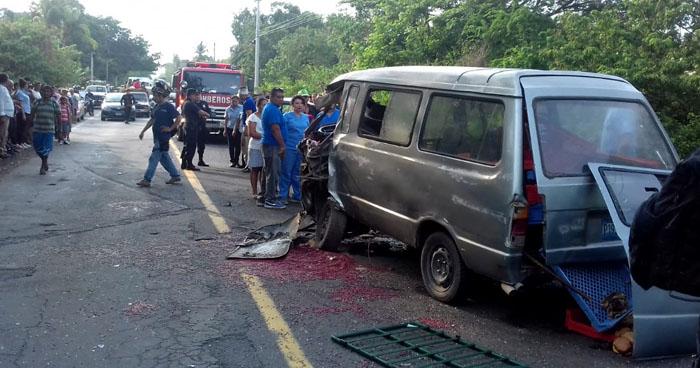 Un muerto y tres lesionados tras choque en carretera Litoral, La Paz