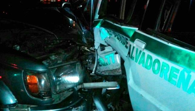 Vehículo se impacta contra una ambulancia, mientras atendía a un motociclista accidentado