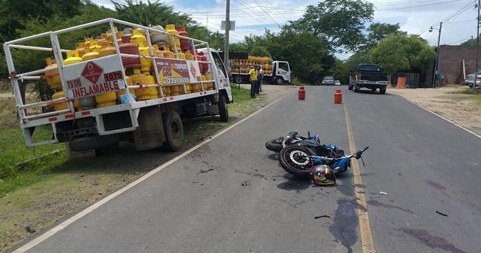 Motociclista lesionado al chocar contra un camión en carretera de La Unión